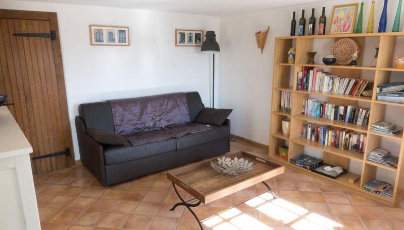 woonkamer verpachting huis meer Chalain Jura